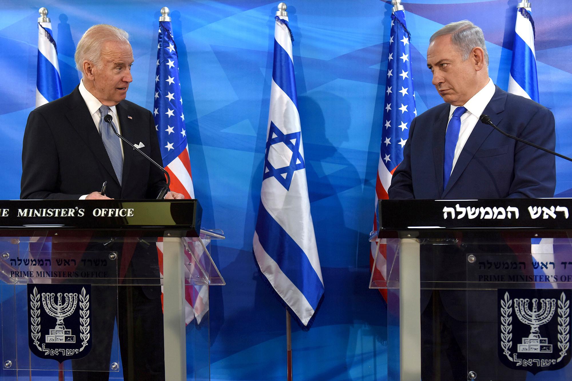 الرئيس الأميركي ورئيس الوزراء الإسرائيلي خلال لقاء في القدس عام 2016 (رويترز).jpg