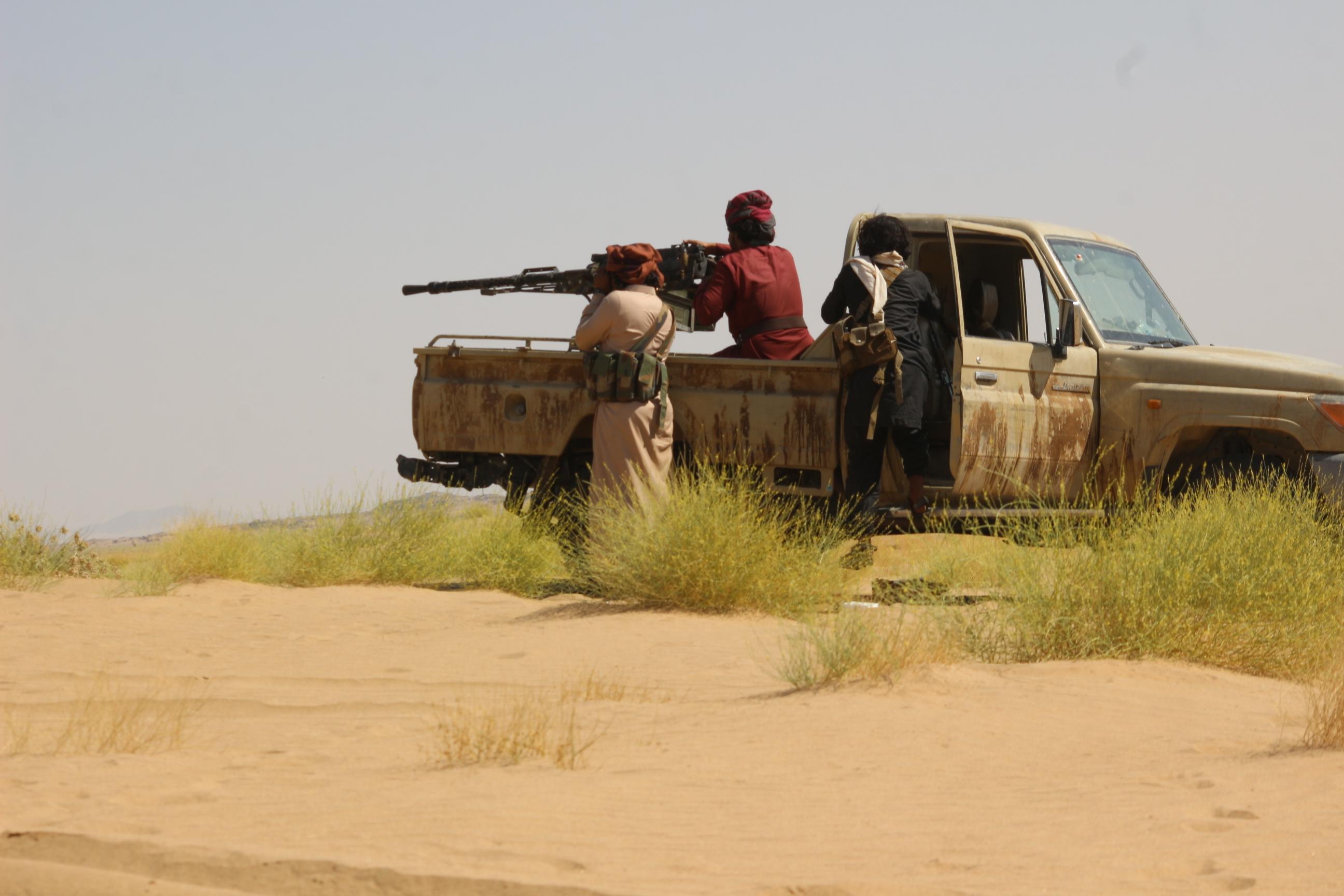 قوات الشرعية والقبلية الموالية لها في مواجهات مأرب (اندبندنت عربية | هشام الشبيلي)