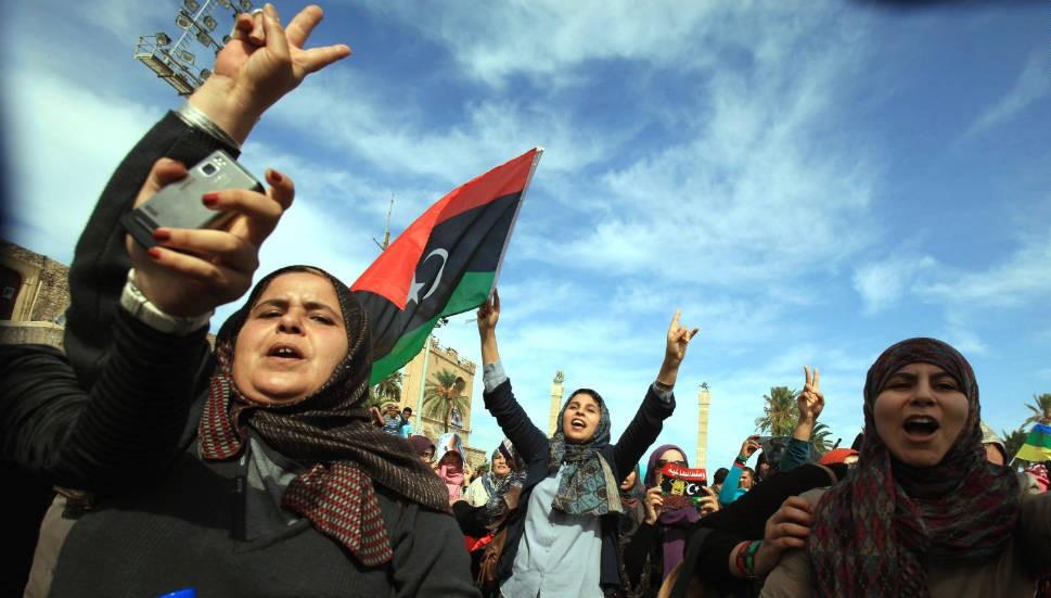 شاركت المرأة الليبية في الثورة بفاعلية لكن لا تشارك في الحكومة بذات القدر (أ ف ب)