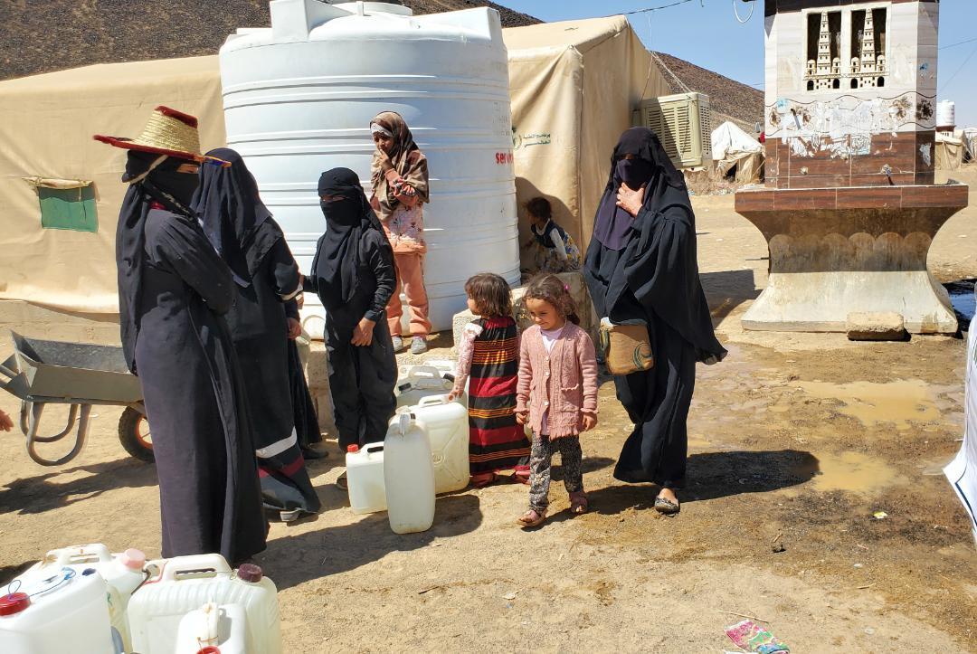 المرأة في اليمن تكافح الجوع والتشرد والأوبئة في بيوت مليئة بضحايا الحرب (أ ف ب)