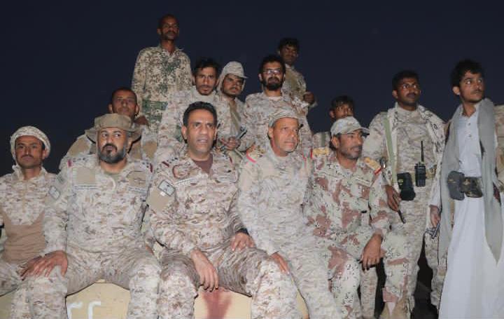 العميد تركي المالكي مع قيادات عسكرية يمنية في مأرب (قيادة تحالف دعم الشرعية)