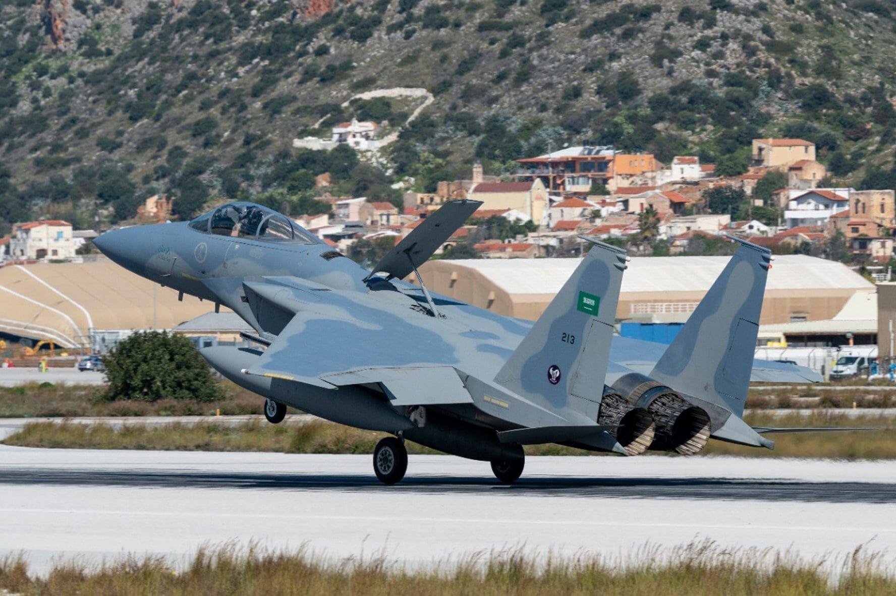 مقاتلة سعودية ضمن الطائرات المشاركة في المناورة اليونانية (وزارة الدفاع السعودية)