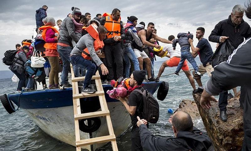 لاجئون سوريون وصلوا إلى اليونان من تركيا 2015 هيومن رايتس ووتش.jpg