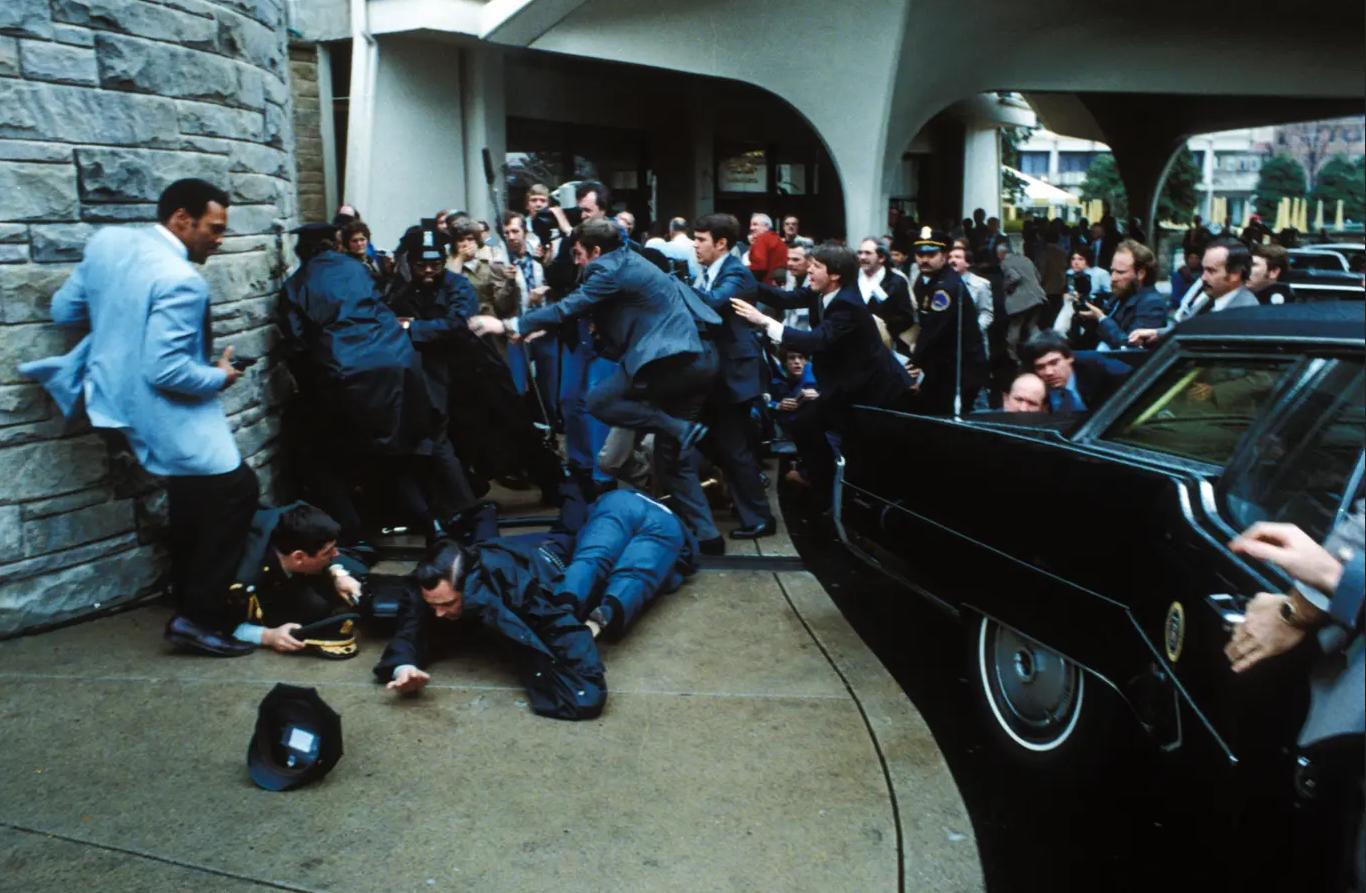 حاول جون هنكلي اغتيال الرئيس رونالد ريغان كي يجذب انتباه الممثلة فوستر