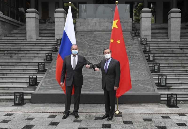 وزيرا خارجية روسيا والصين (أ ب)..jpg