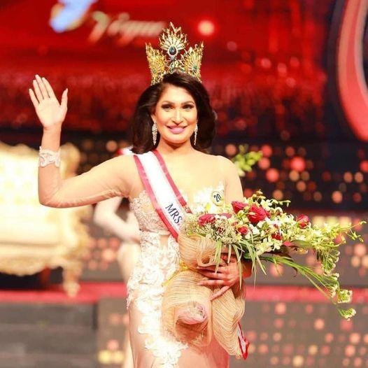 بوشبيكا دي سيلفا الفائزة بلقب ملكة جمال سريلانكا للمتزوجات (عن حساب بوشبيكا على فيسبوك)