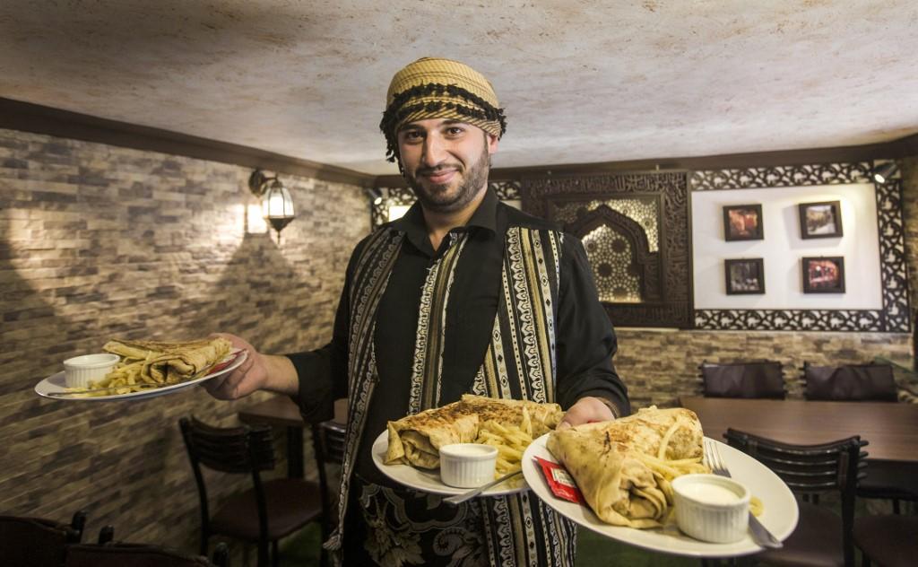 تنتشر المطاعم الشامية في مصر بشكل كبير منذ بداية الحرب في سوريا (أ ف ب)