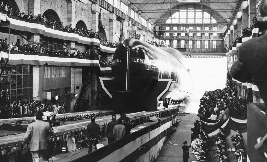 صورة ألتقطت في 29 مارس 1967 خلال بدء تدشين أول غواصة نووية فرنسية بحضور الرئيس الفرنسي آنذاك شارل ديجول (أ ف ب).jpg