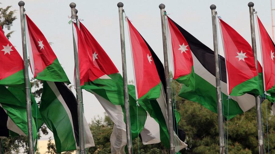 أعلام أردنية وسط العاصمة عمان (اندبندنت عربية - صلاح ملكاوي(.jpg