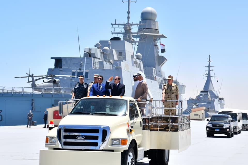تفقد القطع العسكرية البحرية خلال افتتاح قاعدة 3 يوليو المتحدث الرسمي.jpg