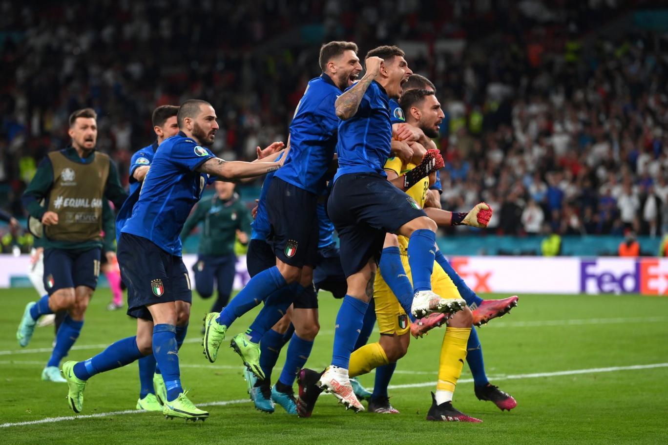 فرحة لاعبي المنتخب الإيطالي بإحراز يورو 2020 (رويترز).jpg