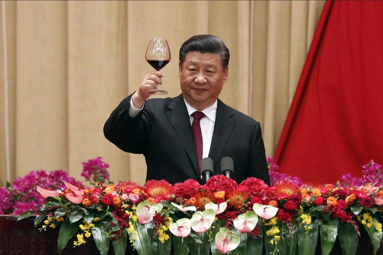 يسعى الزعيم الصيني شي جينبينغ إلى تركيز السلطة في يديه مع المحافظة على صورة الانفتاح على العالم