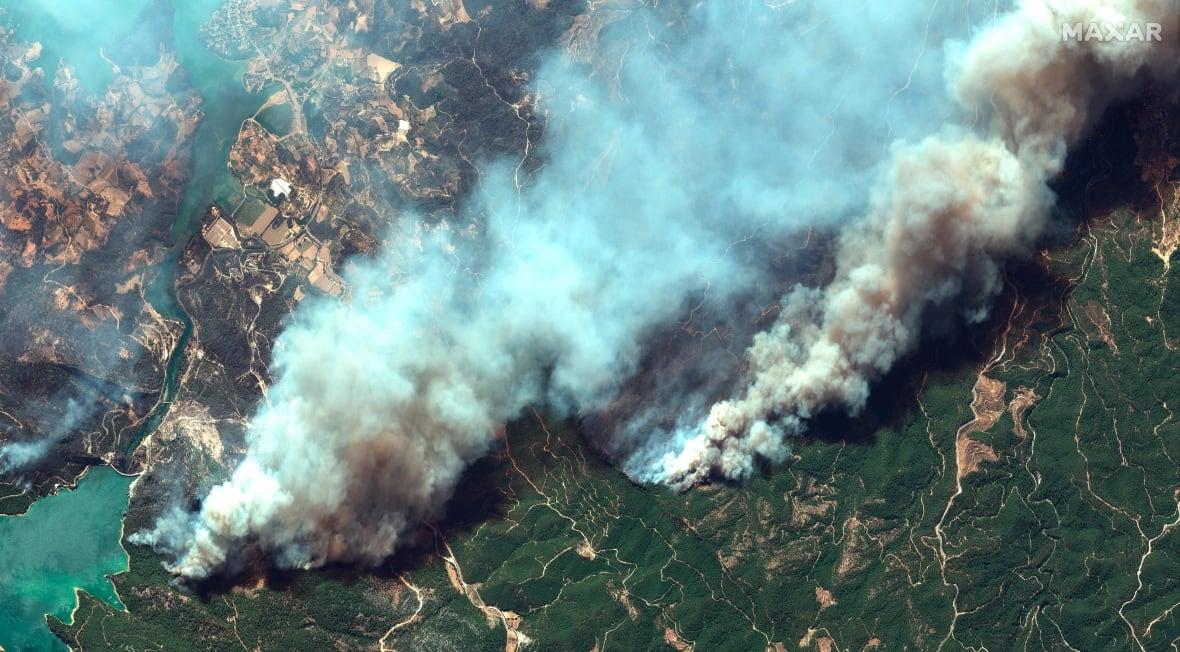 صورة بالأقمار الاصطناعية لحرائق الغابات جنوب تركيا (أ ب).jpg