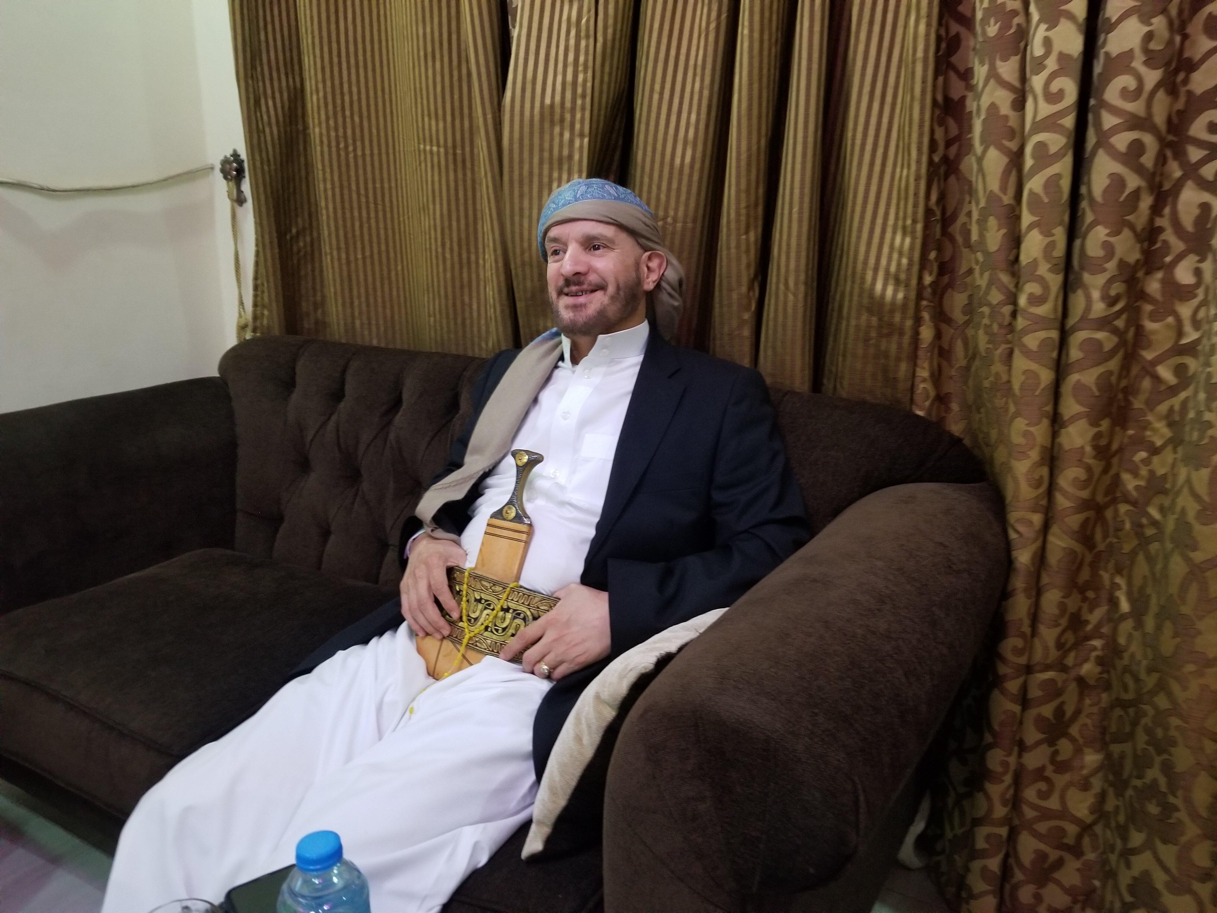 عصام دويد في منزله بالقاهرة (اندبندنت عربية)