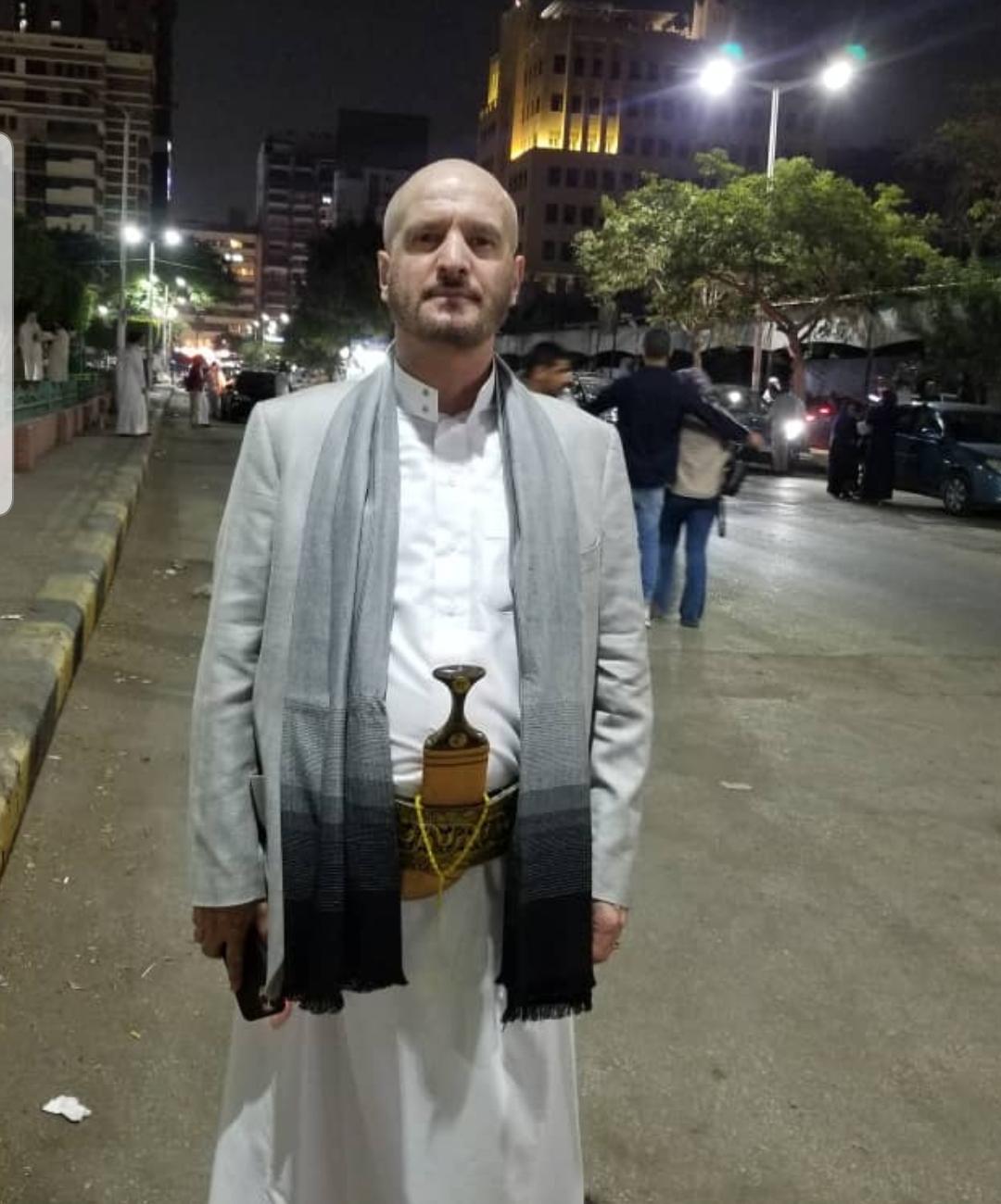 عصام دويد في أحد لقاءاتنا المتعددة به أثناء التجول في شوارع القاهرة حيث يقيم (اندبندنت عربية)