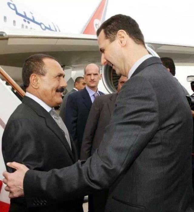 علي عبدالله صالح وبشار الأسد ويقف دويد خلفهما (وكالة الأنباء اليمنية)