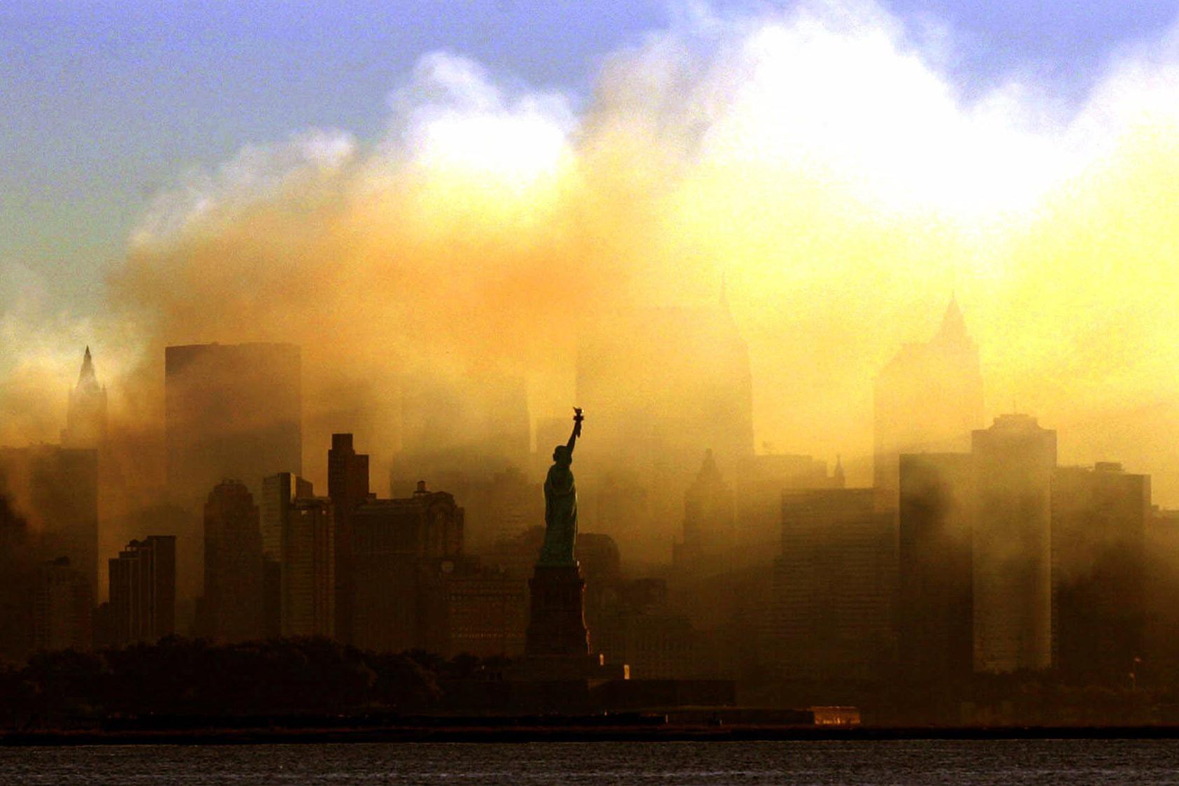 """نيويورك تحت سحابة غبار هجمات الإرهاب في 11/9. هل تغامر """"طالبان"""" باحتضان """"القاعدة"""" مجدداً؟"""