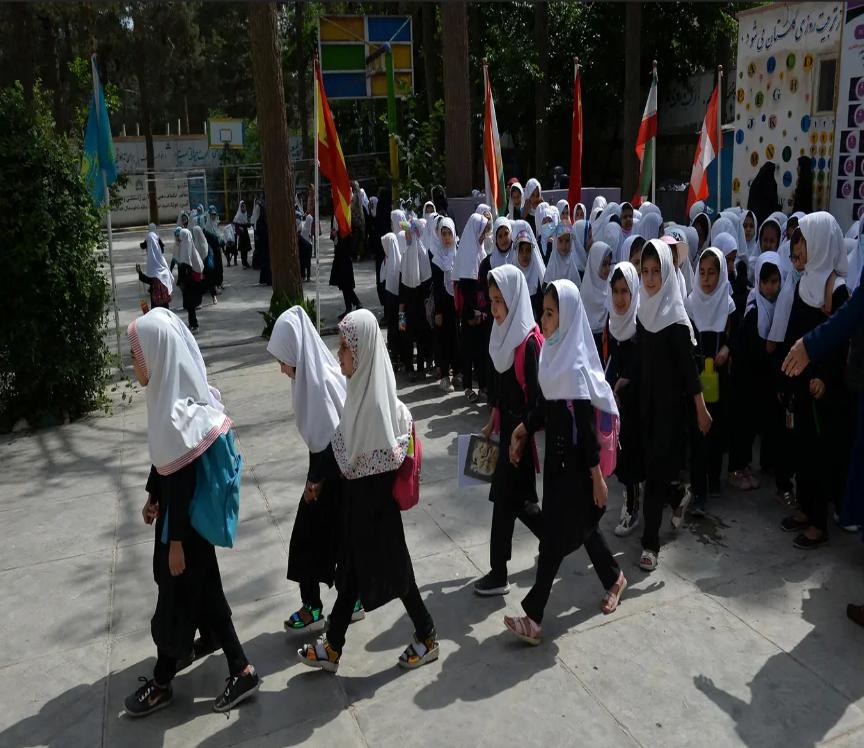 """مدرسة للصغيرات في كابول ما بعد سقوط نظام """"طالبان"""" سنة 2001"""