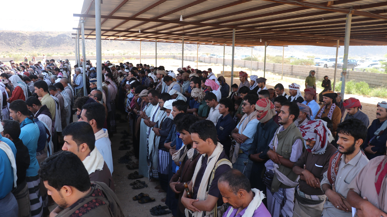 الصلاة على عدد من ضحايا تفجير عدن في محافظة شبوة (اندبندنت عربية)