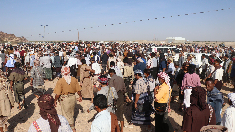 حشود كبيرة تحضر لتشييع ضحايا انفجار عدن (اندبندنت عربية)